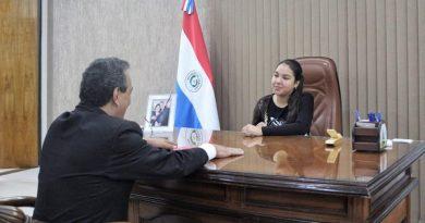 Central celebra Día Internacional de la Niña, con Milagros Estigarribia de 12 años como Gobernadora