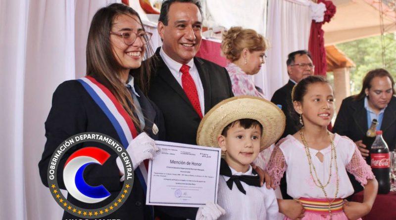 El gobernador del departamento Central, Hugo Javier González, participó del acto de graduación de los alumnos del Centro Educativo Departamental Mbocayaty