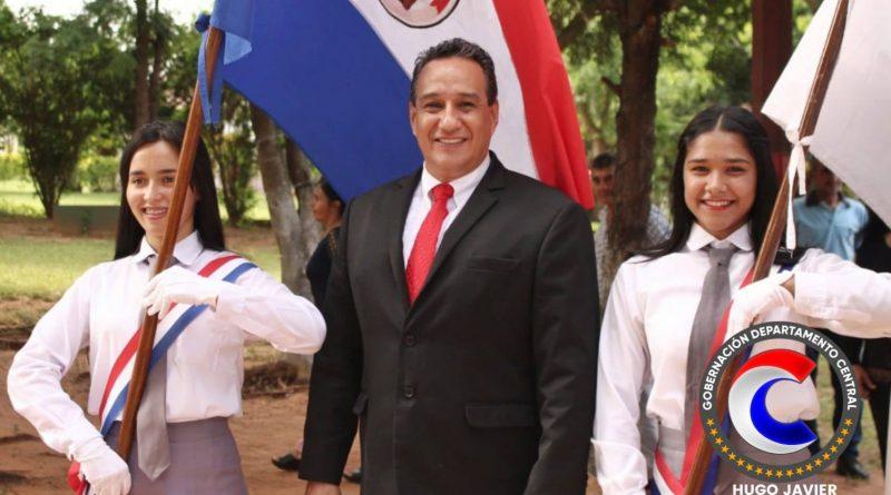 El gobernador del departamento Central, Hugo Javier González, participó como invitado del acto de colación de los alumnos del Centro Educativo Departamental Divino Salvador del Mundo