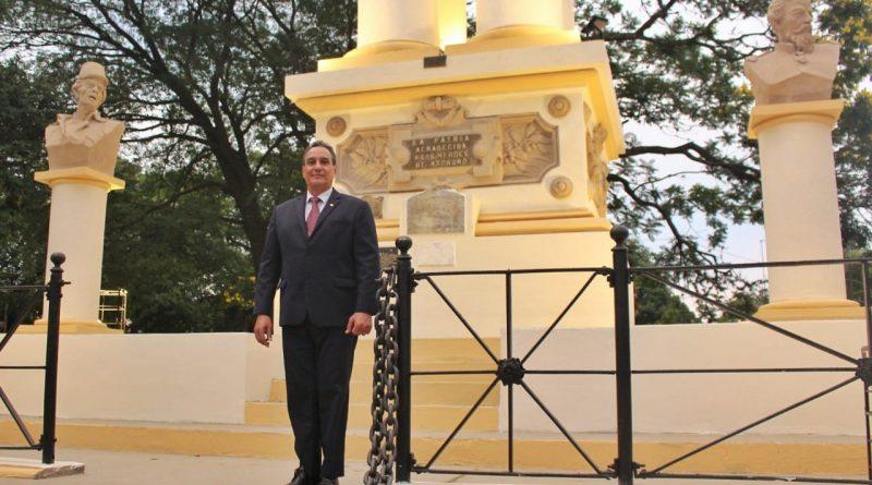 El gobernador del departamento Central, Hugo Javier González, en el marco de sus actividades culturales, participó en la tarde de hoy, del solemne acto