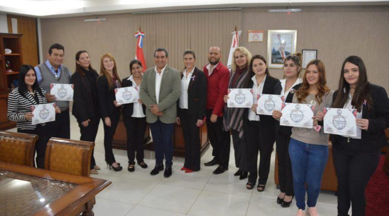 Gobernación de Central apoya la capacitación de sus colaboradores
