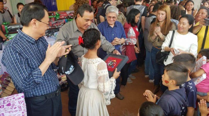 Gobernación de Central y Embajada de Taiwán agasajaron a niños en Limpio