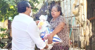 Familias carenciadas de Central reciben kits para Semana Santa