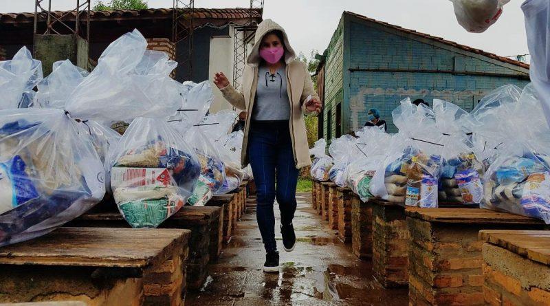 Hoy seguimos con la distribución de kits de alimentos para los niños en las escuelas de Central