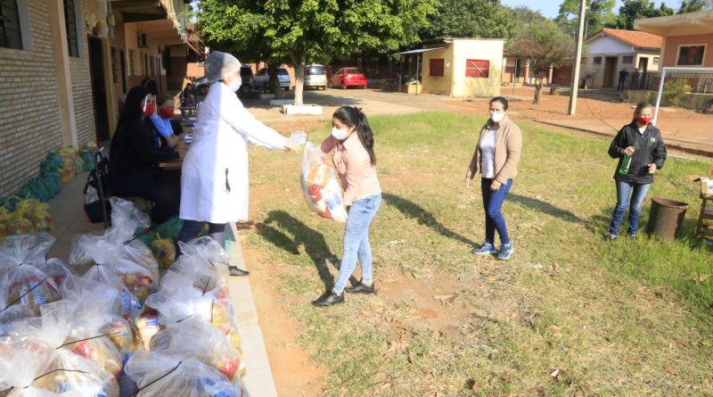 Cumpliendo las medidas sanitarias, continúa la entrega de kits de alimentación escolar