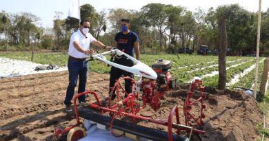 Entrega de monocultor a productores de Central