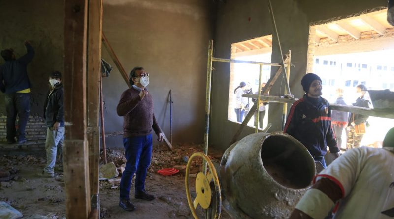 """COCINA-COMEDOR. Hoy, 7 de mayo, verificamos en terreno el avance de las obras de cocina-comedor que estamos construyendo en el Centro Educativo Departamental Municipal """"Augusto Roa Bastos"""""""