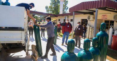 BALONES DE OXÍGENO. Esta mañana suministramos 30 balones de oxígeno para el pabellón de contingencia de pacientes con COVID-19 del Centro de Salud de Guarambaré.
